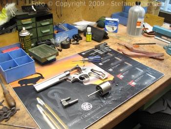 Nettoyage de precision et maintenance des armes à feu. La manière pour effectuer une maintenance correcte d'une Smith & Wesson 144 Magnum par une cuve à ultrason | Soltec Ultrasonic cleaners